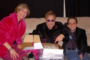 Elton John, Jeff & Julie with Cheesecake (2000x1334)